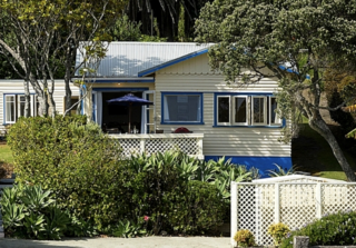 Beach Scene, State Highway 10, Cable Bay, Doubtless Bay (Bachcare) From $180.00-$330.00 per night