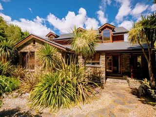 Alpine Lodge,Eely Point Road, Wanaka (Bachcare)
