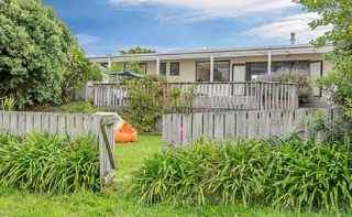Swaney Downs, Tutere Street, Waikanae Beach (Bachcare) From $180.00 - $310.00 per night