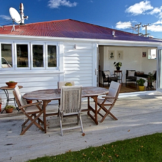 Number 29, Railway Row, Ohakune (Bachcare) From $195.00-$325.00 per night
