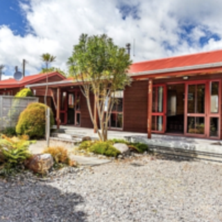 Arawa Cottage, Arawa Street, Ohakune (Bachcare) From $110.00-$310.00 per night