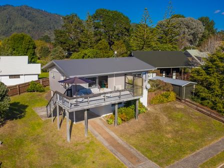 103 WAVERLEY , 103 Waverley Place, Whangamata # 1290: From $190.00 per night