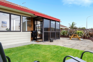 Cols Comfy Cottage (Bachcare) Gloucester Road, Mt Maunganui, Tauranga: From $205.00 - $335.00 per night