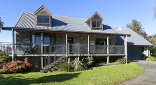 Kiwi on Kaimanawa (Bachcare) Kaimanawa Street, Omori, Lake Taupo: From $165.00 - $270.00 per night
